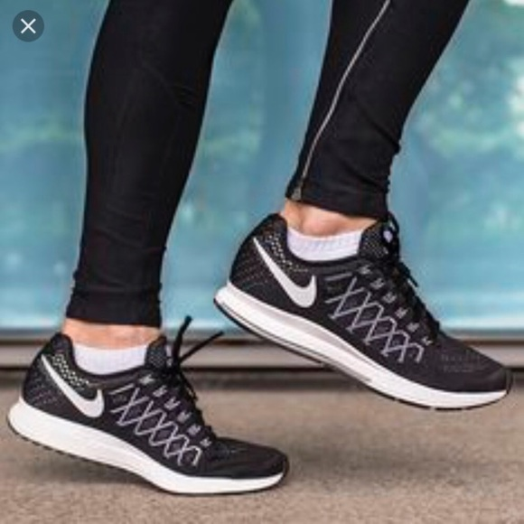 sports shoes 77ef1 d26f7 Nike Zoom Air Pegasus 32 Black Sneaker